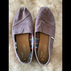 Size 8 Toms. Brown grey. Very comfortable.